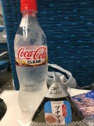 Als Jause: Durchsichtiges Cola, Onigiri